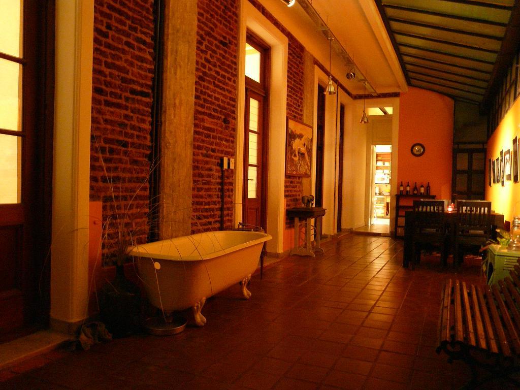 Buenos aires hostels argentina rayuela hostel albergue for Casa jardin hostel buenos aires